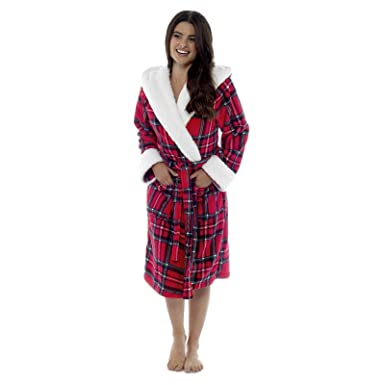 9a88e68c690 Foxbury Womens Hooded Dressing Gown Red Checked Design Thick Sherpa Fleece  Trim Bathrobe House Coat Size UK 12-14  Amazon.co.uk  Clothing
