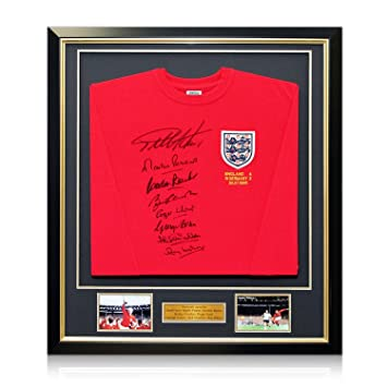 bba33f16a33 England 1966 World Cup Winning Team Signed Shirt. In Deluxe Black Frame  With Gold Inlay: Amazon.co.uk: Sports & Outdoors
