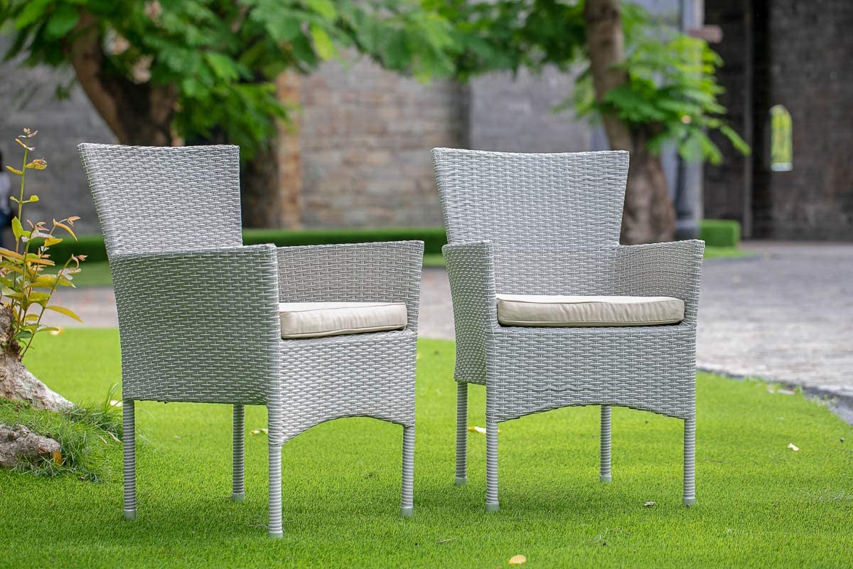 East West Furniture OSBK503A 5Pc Outdoor Natural Color Wicker Dining Set Includes a Patio Table and 4 Balcony Backyard Armchair with Linen Fabric Cushion: Furniture & Decor