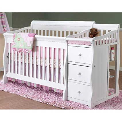 This Traditional Crib Comes Complete With A Change Table On The One End And  Boasts 4 In 1 Convertibility To Grow With Your Child For Years Of Continued  Use.