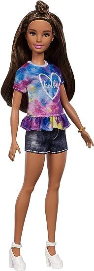 Barbie Fashionista - Muñeca morena con moño y shorts tejanos (Mattel FYB31)