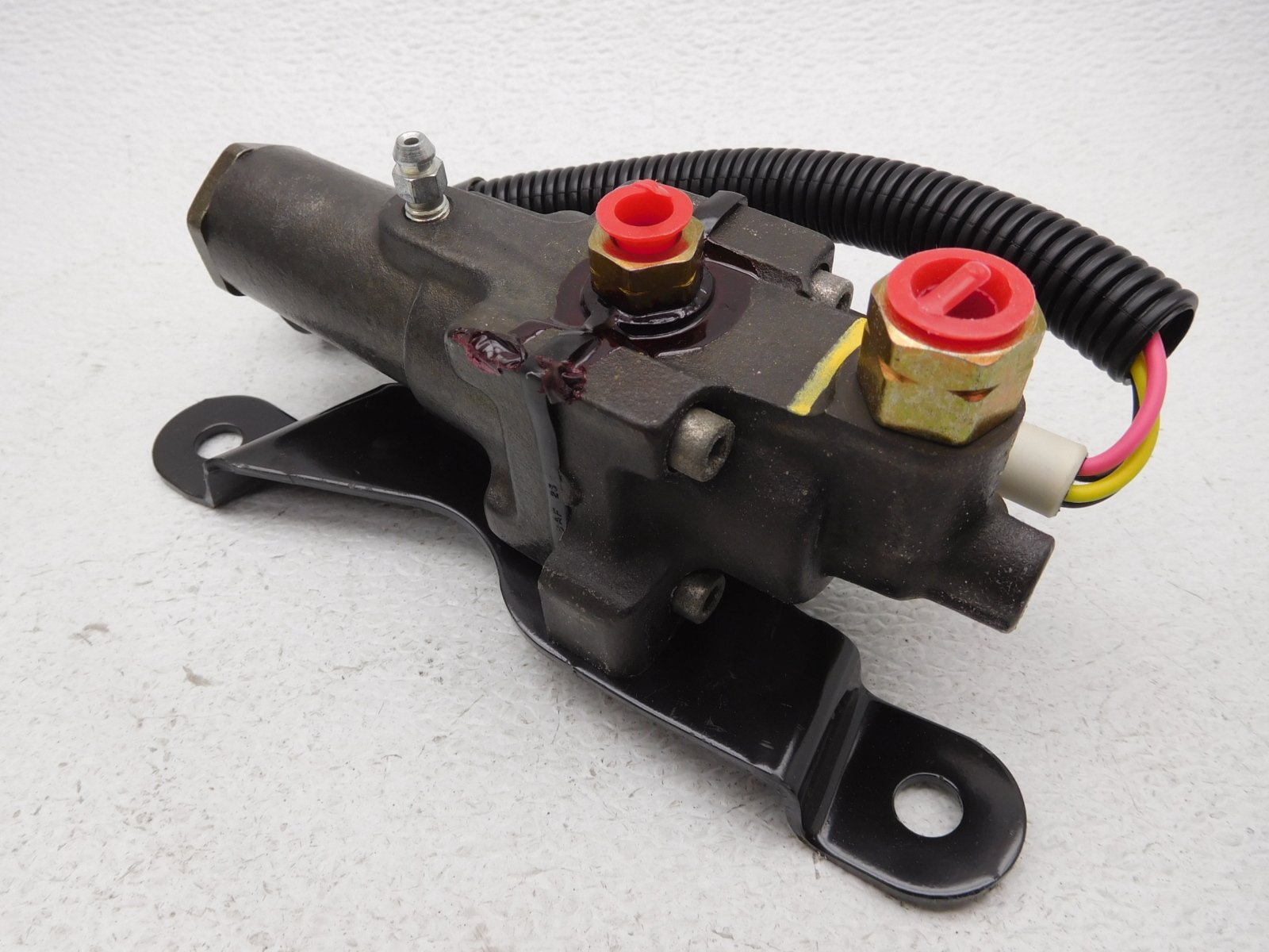 Ford F8TZ2B373FA - Vlv Assembly Brk Skd Cont