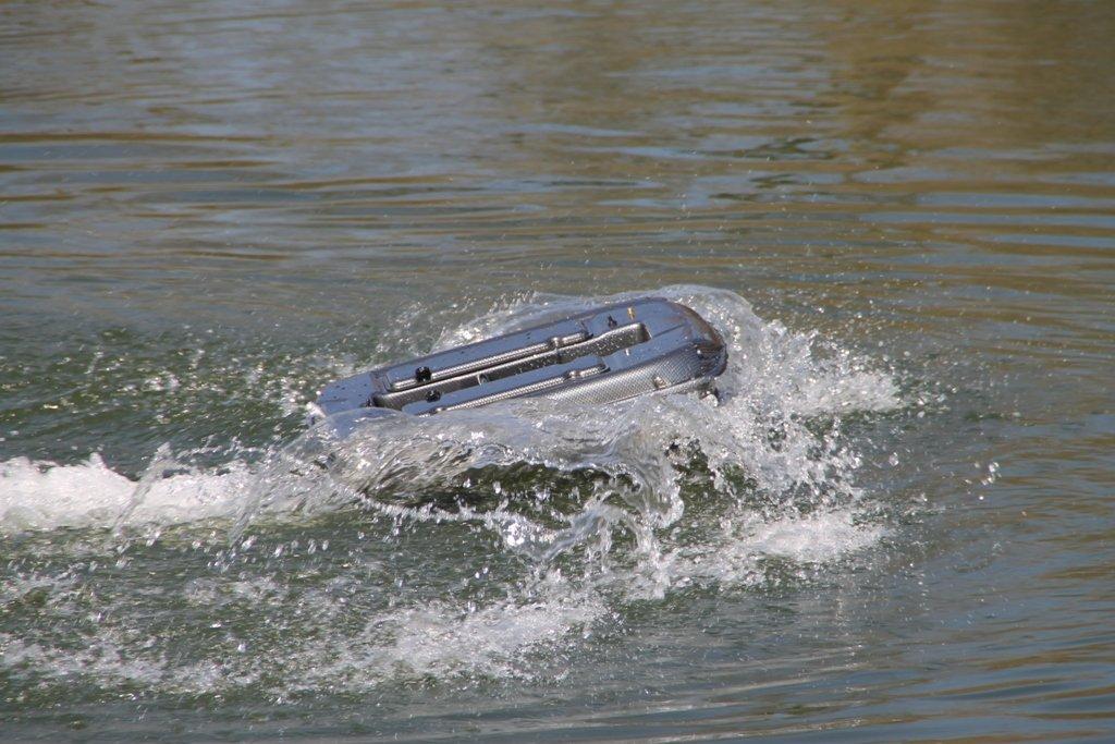 Futterboot Bausatz in Aktion