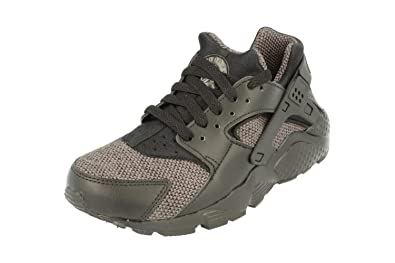 844e9c6ac2 Nike Juniors - Air Huarache Run SE GS - Triple Black Grey - 909143-005:  Amazon.co.uk: Shoes & Bags
