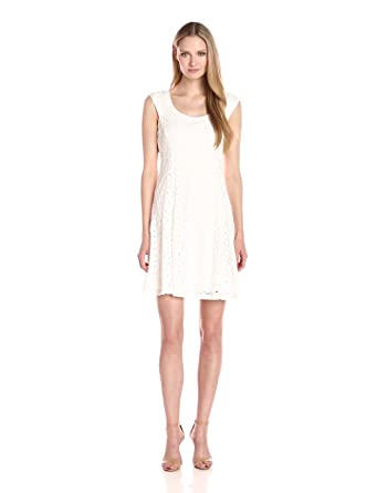 a0bed39edcad5 Ronni Nicole Women's Extended Cap Sleeve Fit N Flare Medallion Lace ...