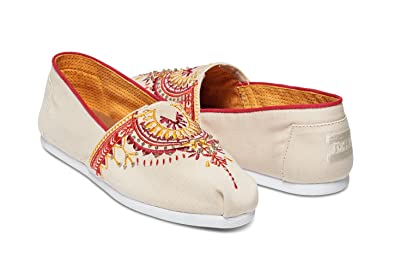 a2ba1893a5810 Image Unavailable. Image not available for. Color  Toms Women s Classic  Canvas (natural ...