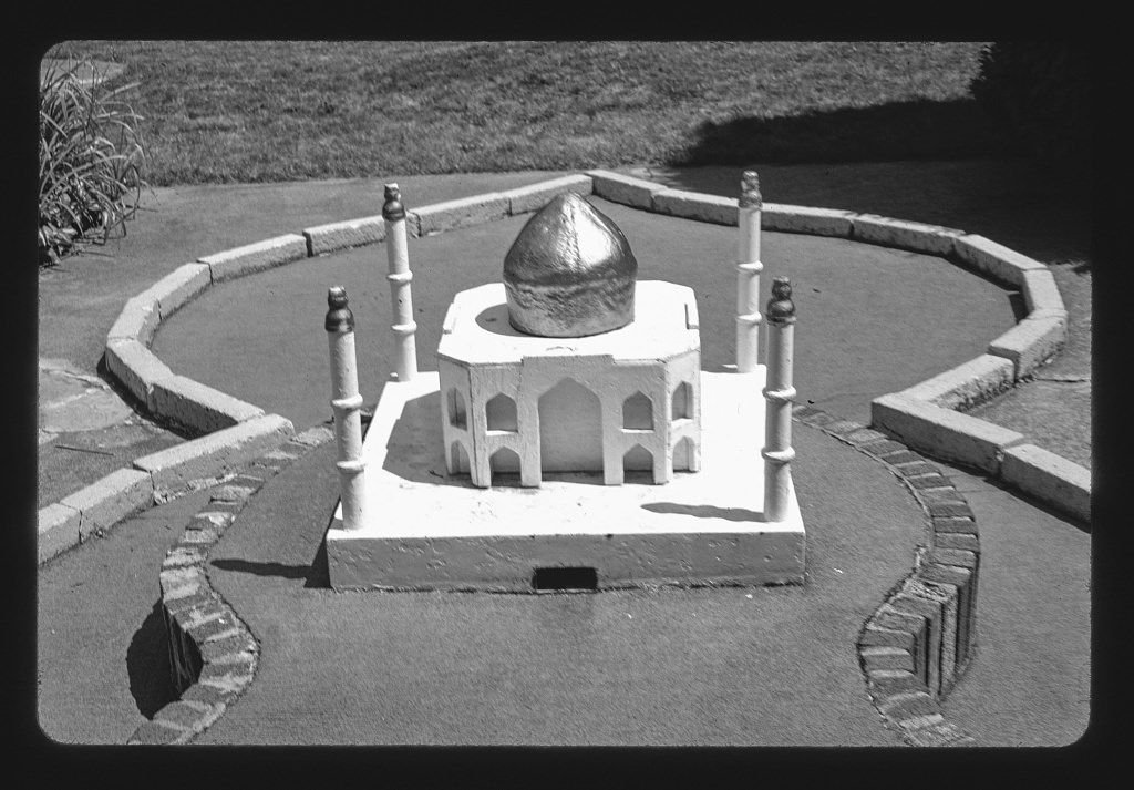 8 x 12 BW Photo of: India Taj Mahal, Around the World in 18 Holes, Lake Placid, New York 2002 Roadside America Margolies, John, photographer 56w