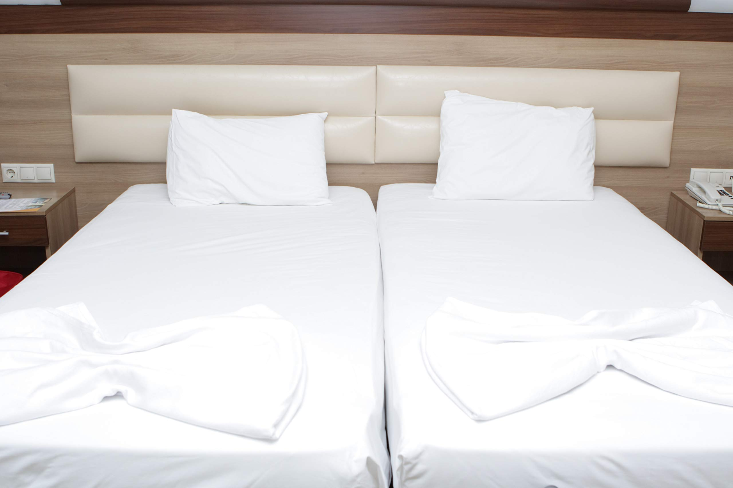 Atlas 3 Percale Fitted Bed Sheets, Twin XL, White 36x84x12 with 12'' Deep Pocket, T180 Hotel Grade Sheet
