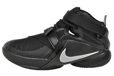 cheap for discount ac9fc 5e8cc Amazon.com: Nike Youth Lebron Soldier IX Basketball Shoe: Shoes