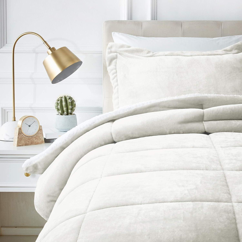 AmazonBasics Ultra-Soft Micromink Sherpa Comforter Bed Set - Twin, Cream