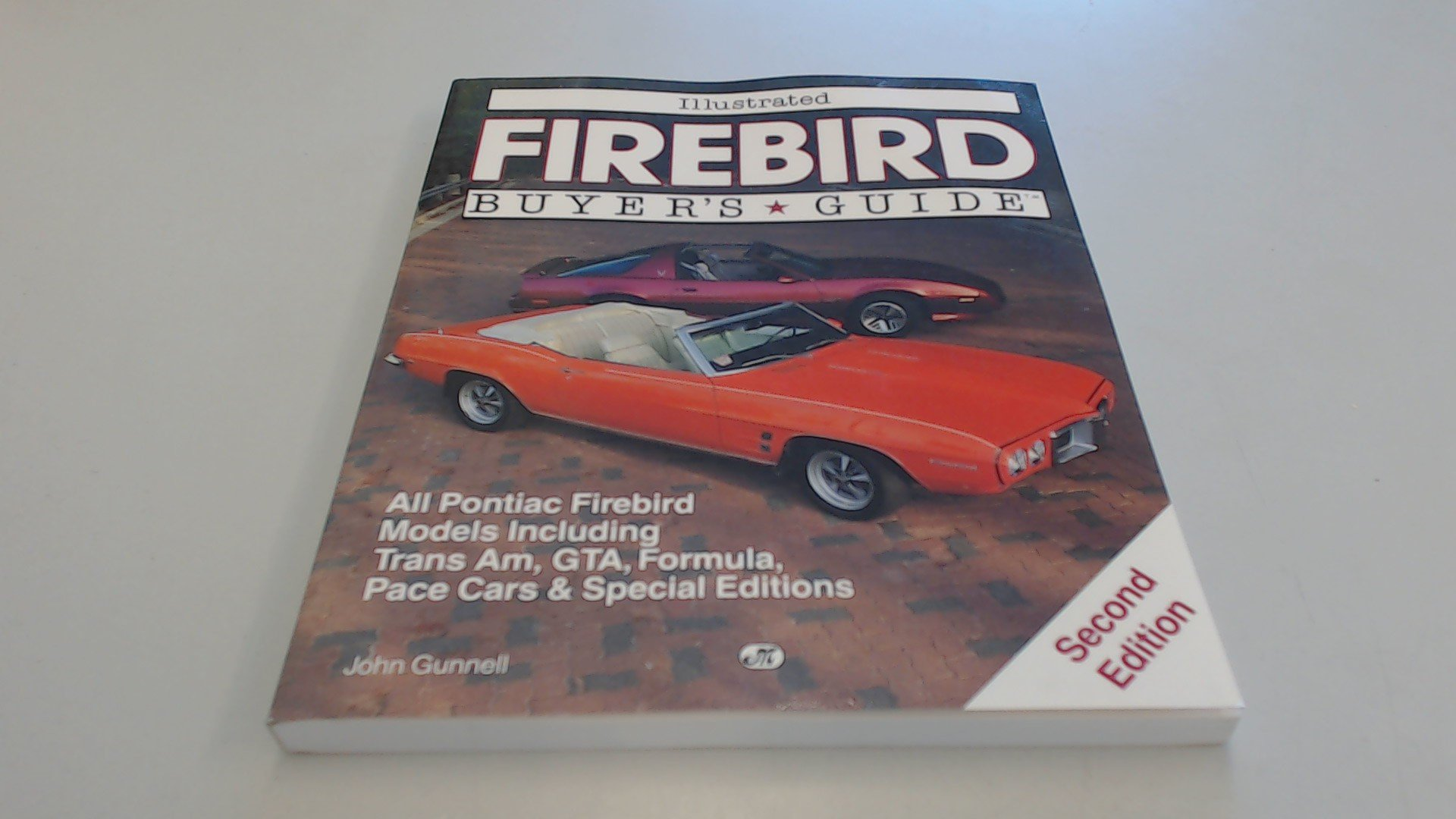 Illustrated Firebird Buyer's Guide: All Pontiac Firebird Models Including Trans Am, GTA, Formula, Pace Cars and Special Editions (Illustrated Buyer's Guide)