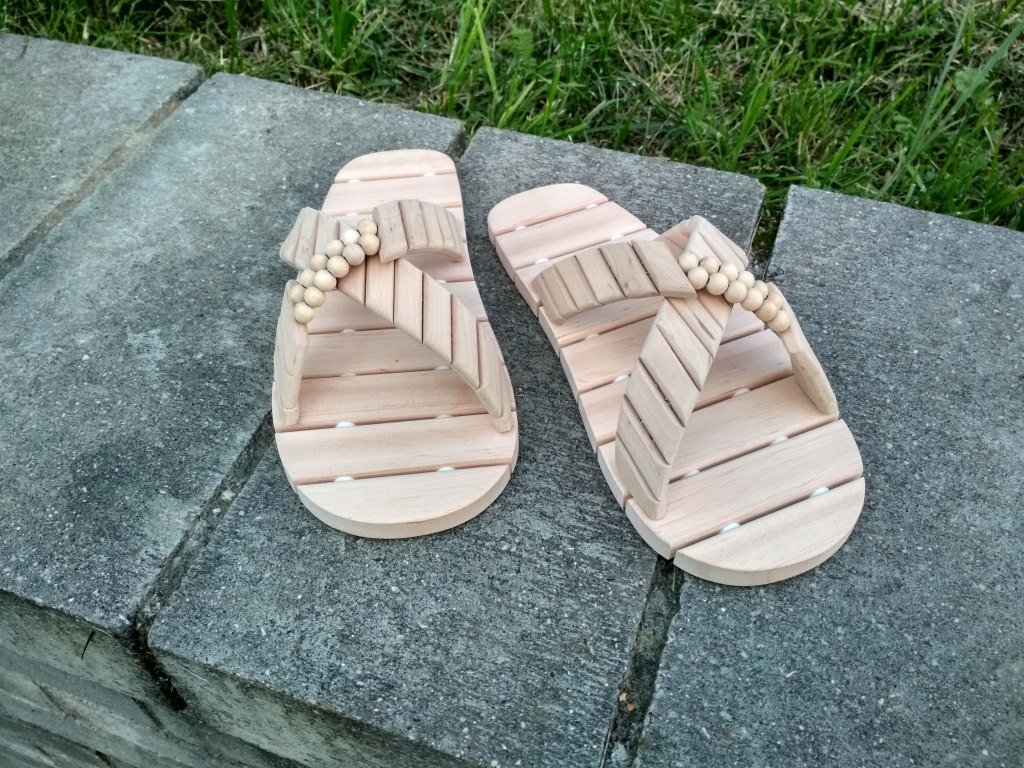 ae1e52e0e Wooden spa slippers