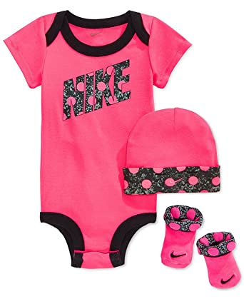 Nike Baby Girls' 3-Piece Dot Bodysuit, Hat & Booties Set (0