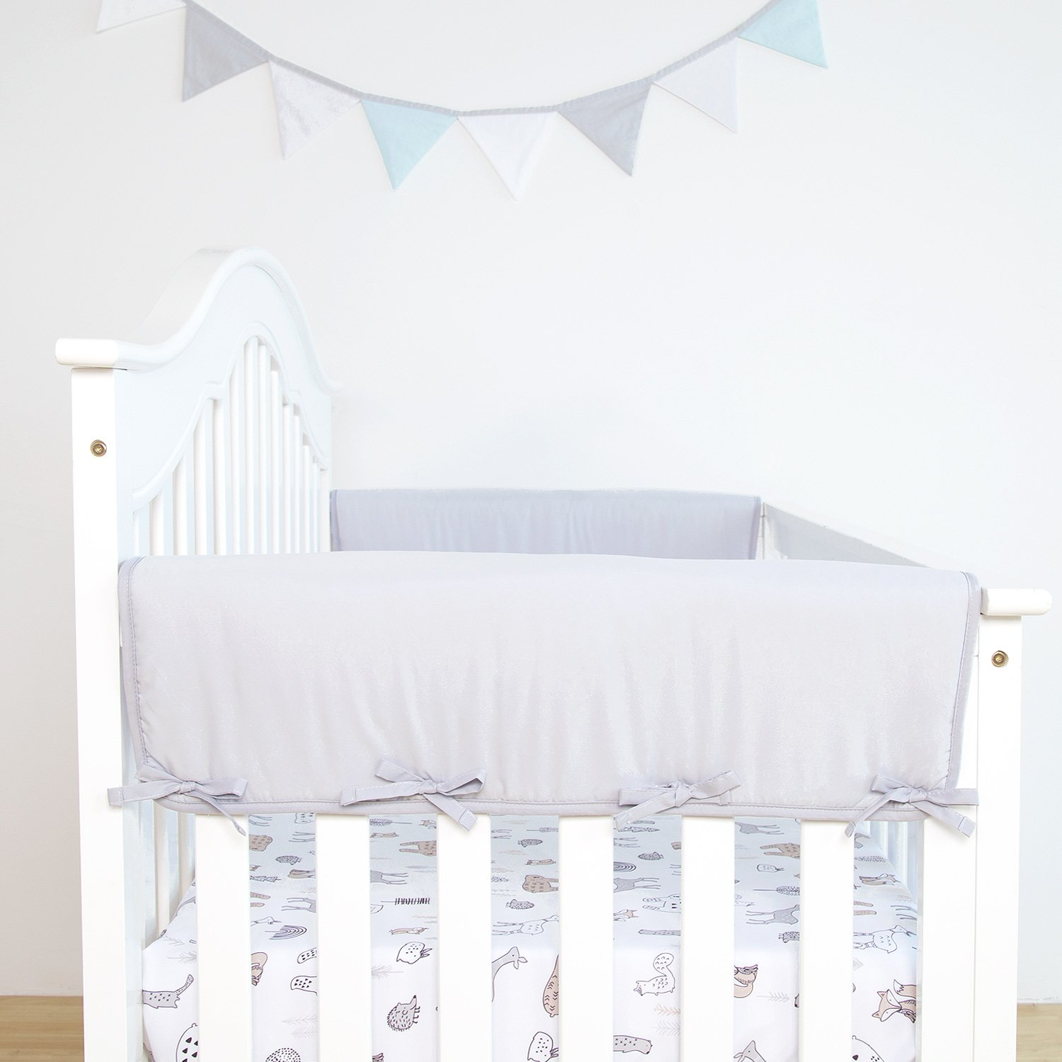 Amazon Com Tillyou 2 Pack Padded Baby Crib Rail Cover Protector Safe Teething Guard Wrap For Thick Side Crib Rails Measuring Up To 18 Around 100 Silky Soft Microfiber Polyester Reversible Pale Gray White Baby