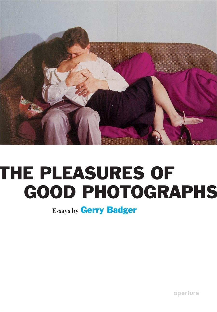 the pleasures of good photographs aperture ideas amazon co uk the pleasures of good photographs aperture ideas amazon co uk gerry badger 9781597111393 books