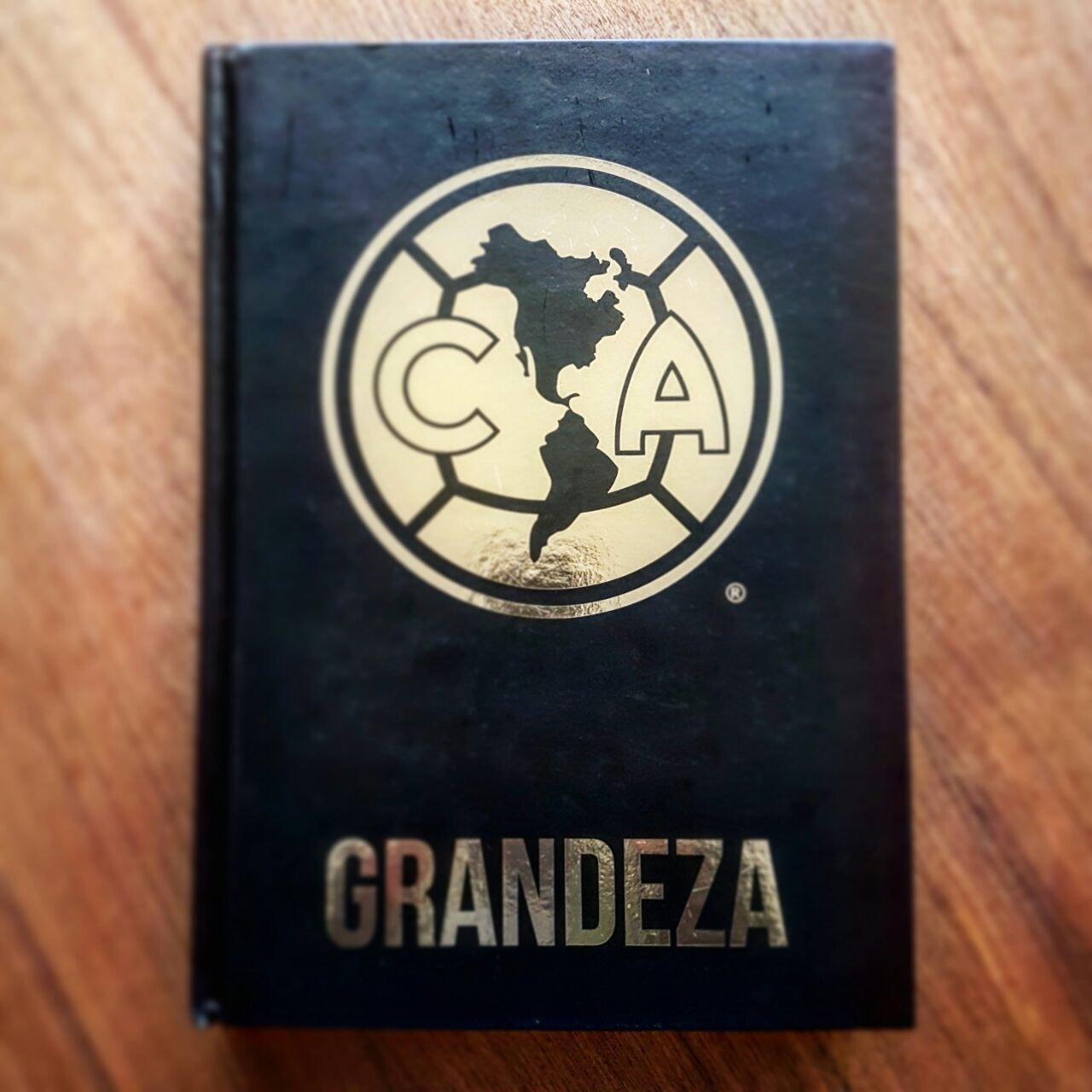 Club America 100 Años de Grandeza Deluxe (Spanish) Hardcover – November 11, 2016