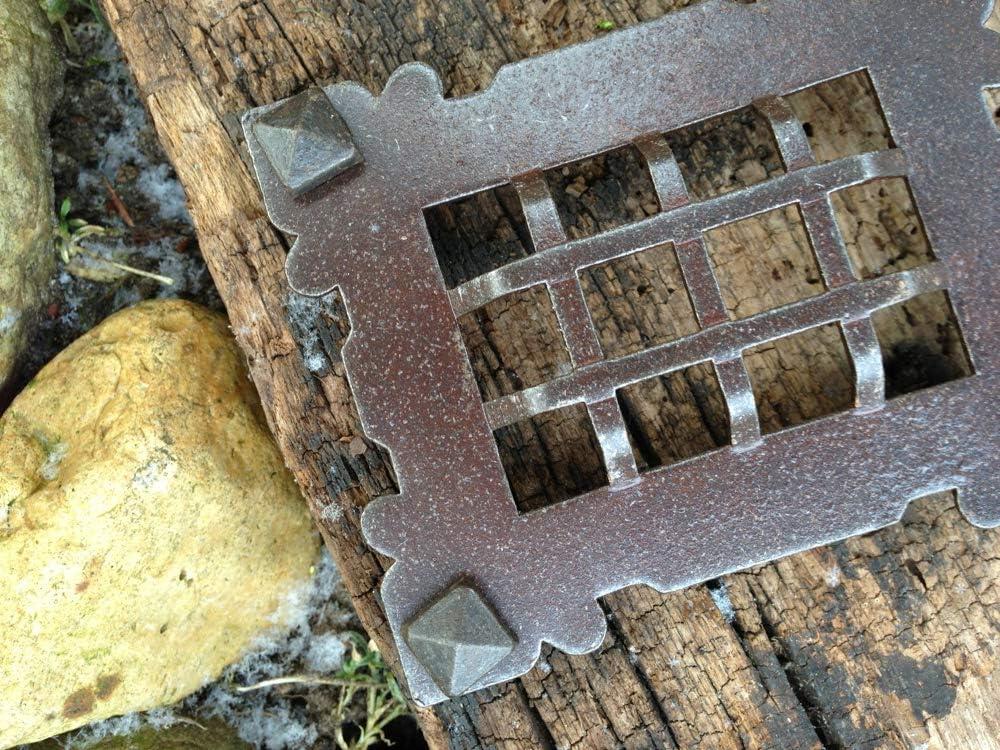 Verließ Türspion Klosterklappe mittelalterlich Gitter Tür zum Weinkeller