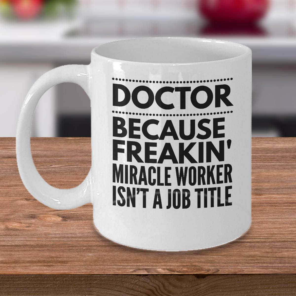 Taza de café para médicos ideas de regalo para médicos presentes para médicos médicos porque Freakin Milagro trabajador es un título de trabajo