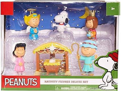 Amazon Com Peanuts Christmas Nativity Deluxe Figure Set Toys Games