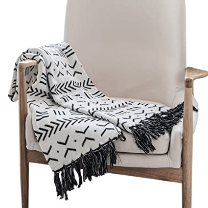 LIFEREVO Reversible 100 Cotton Retro Geometric Throw Cable Knit Bed Blanket With Tassels Home Decor Black And White 51 X63
