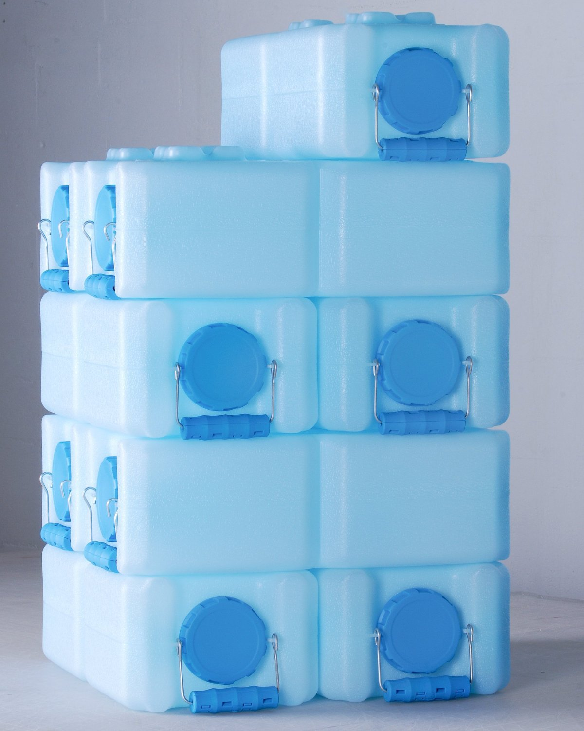 Amazon.com  WaterBrick - Emergency Water and Food Storage Containers - 8 Pack Blue  C&ing Water Storage  Sports u0026 Outdoors & Amazon.com : WaterBrick - Emergency Water and Food Storage ...