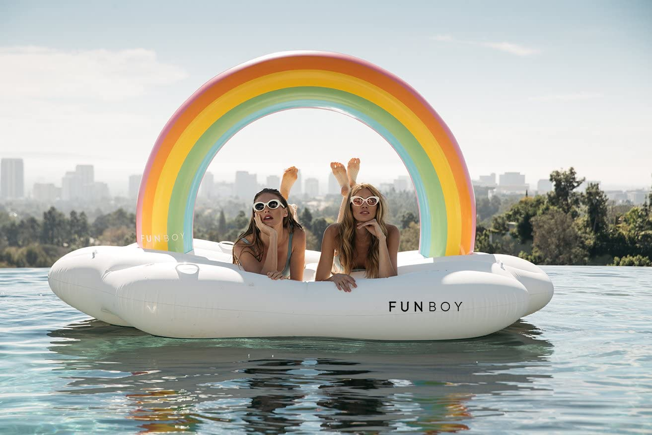 summer must-haves for an instagram-worth party: cool pool floats