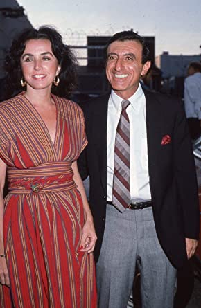 Jamie Farr avec engageante, femme Joy Ann Richards
