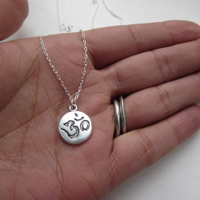 Collier avec pendentif Ohm sur cha/îne en argent sterling