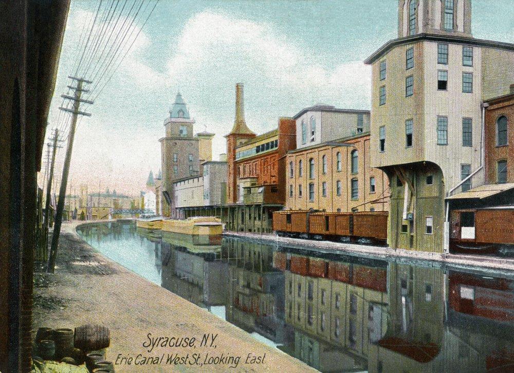 Syracuse、ニューヨーク – EasternビューDown West Street on the Erie Canal 36 x 54 Giclee Print LANT-25227-36x54 36 x 54 Giclee Print  B01MG3QFIE