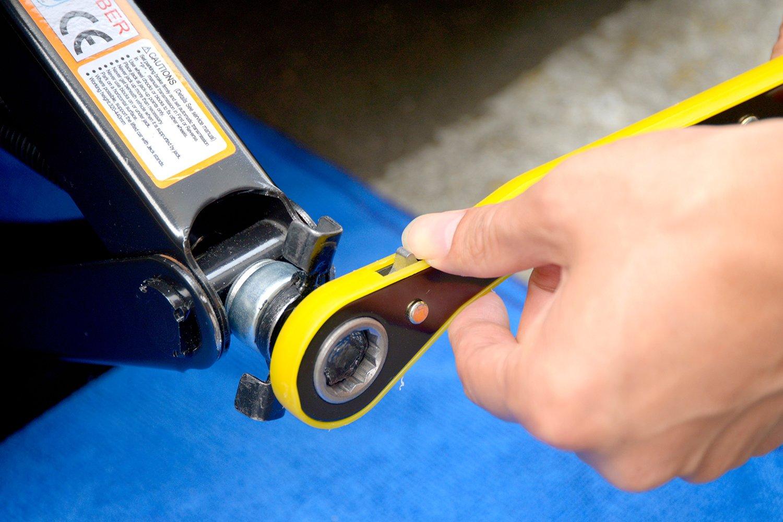 LEAD BRAND Scissor Jack 1.5 Tons(3,307 lbs) Capacity Saving Strength Design VA004 by LEAD BRAND