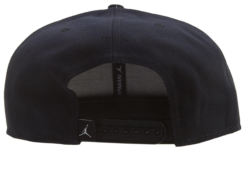 e20d1c88d74 Amazon.com  Nike mens JORDAN JUMPMAN SCRIPT SNAPBACK 789507 010 (Black)   Sports   Outdoors