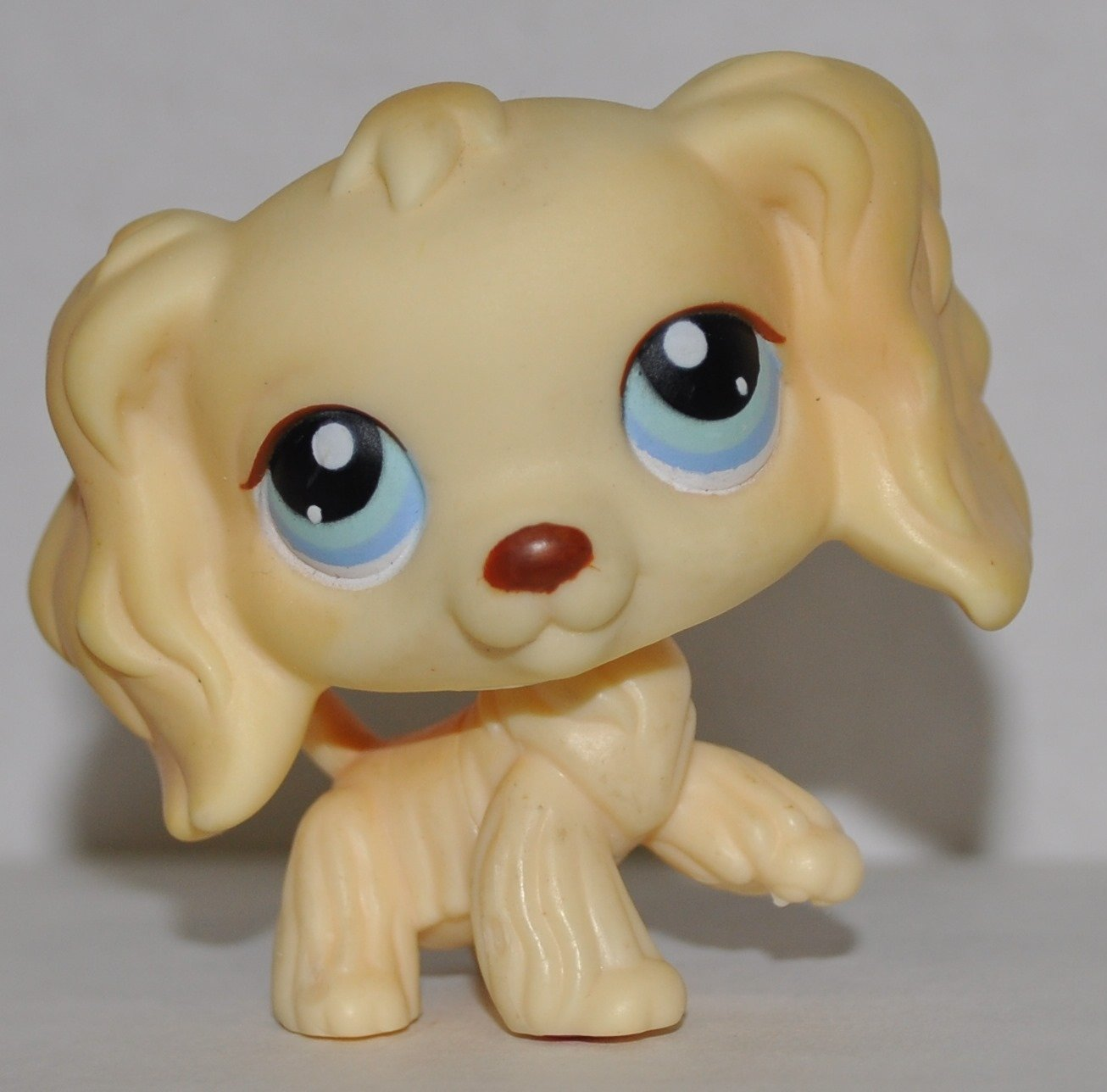 amazoncom cocker spaniel 91 yellow blue eyes littlest pet shop retired collector toy lps collectible replacement single figure loose oop out - Lps Coloring Pages Cocker Spaniel