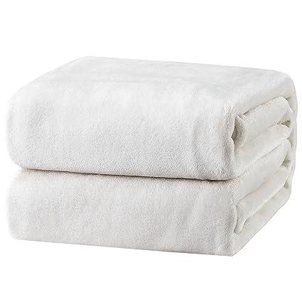 e95aab3fd9 Amazon.com  Bedsure Fleece Blanket Twin Size White Lightweight Throw ...