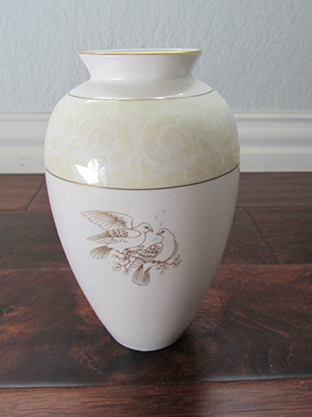 Wedgwood Devotion Classic Vase With Two Doves Made In England Bone
