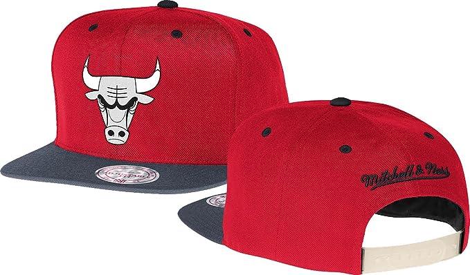 89e4170ae67 Mitchell   Ness Men s Chicago Bulls Vintage XL Reflective 2-Tone Snapback  Hat One Size