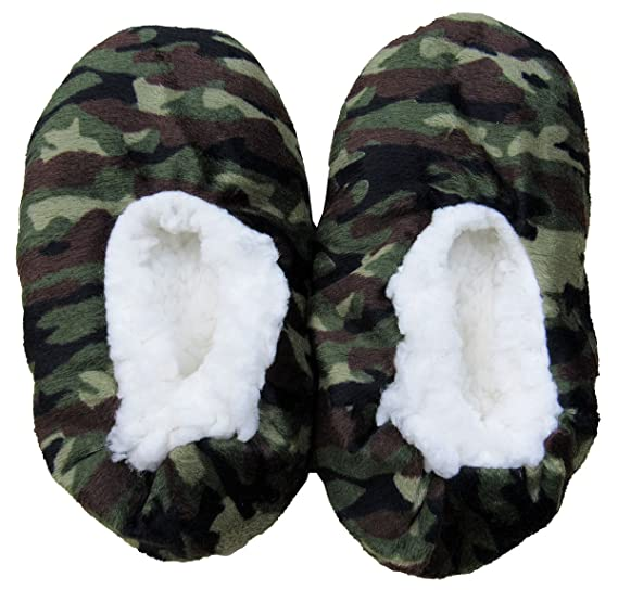 18aefbcf1f12 Amazon.com  Fuzzy Babba Little Boys  (4-7) Camo-Print Slipper Socks ...