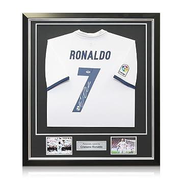 exclusivememorabilia.com Camiseta del Real Madrid 2016-17 firmada por Cristiano Ronaldo. En un Marco Negro de Lujo: Amazon.es: Deportes y aire libre