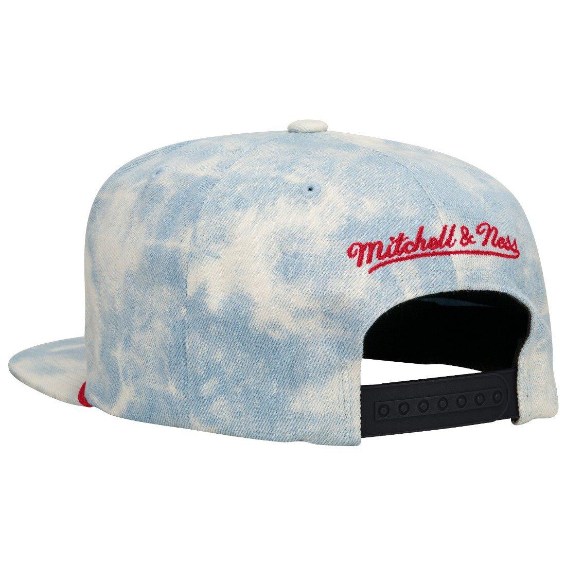 brand new d3ba2 54e18 Amazon.com  Brooklyn Nets Acid Wash Denim Snapback Hat  Clothing