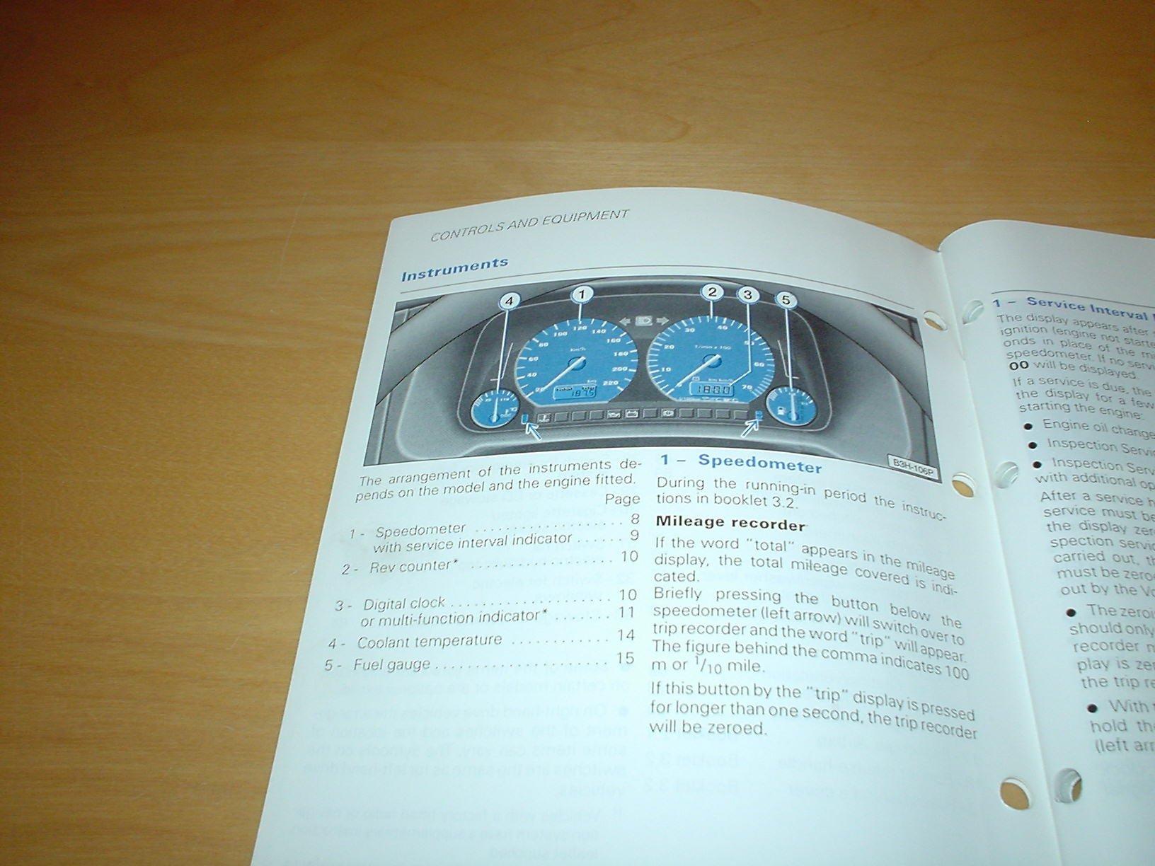 volkswagen golf mk4 cabriolet owners manual handbook c w wallet rh amazon co uk Volkswagen Jetta MK4 Volkswagen Jetta MK4