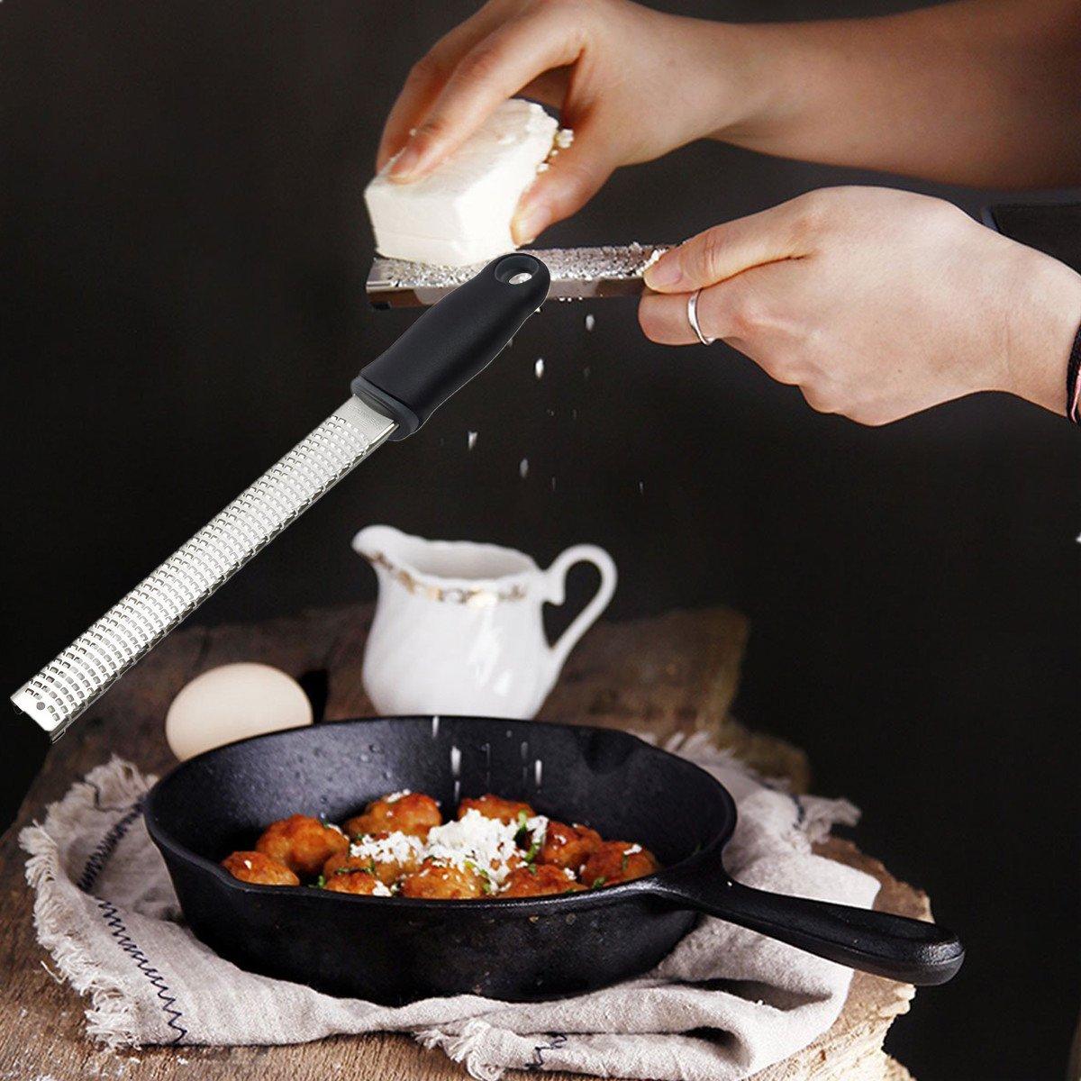 BESTOMZ Grattugia in acciaio inossidabile Grattugia professionale e multifunzione per formaggio//limoni//aglio//spezie con manico nero