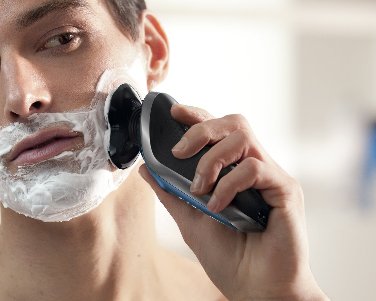 Philips Norelco Electric Shaver 8900, Wet & Dry Edition S8950/91 by Philips Norelco (Image #3)