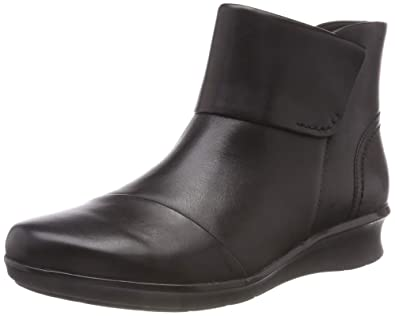 9ab37be2d0a Clarks Women's Hope Track Ankle Boots