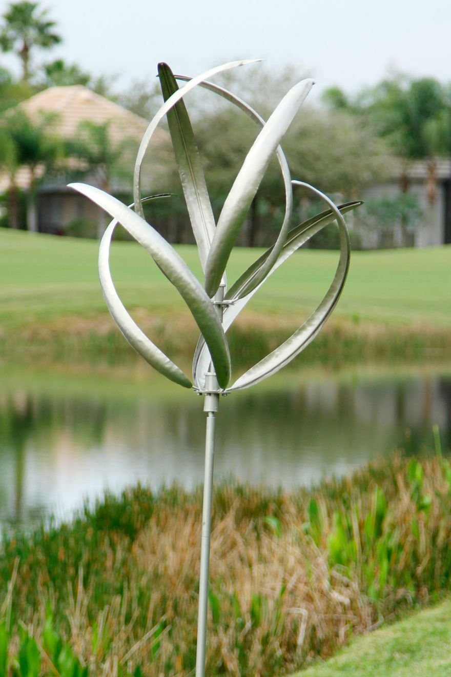 Kinetic garden wind spinners uk garden ftempo for Outdoor wind spinners