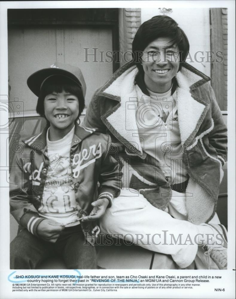 Foto de prensa de 1983 Sho &Kane Kosugi as Cho &Kane Osaki ...