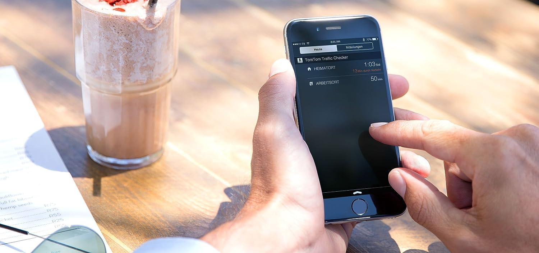 TomTom Via 62 Europe Traffic Navigationsger/ät Fahrspurassistent , Karten von 49 L/ändern Europas 15 cm 6 Zoll Bluetooth Freisprechen auf Wunsch 3 Monate Radarkameras Sprachsteuerung