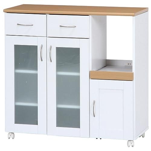 山善のベリーベリーキッチンは、日用品・家電の収納にもおすすめの食器棚。両開きのガラス戸内は47cmほどの幅があり、大きな皿も収納しやすい。  完成品の状態で届くため、組み立て不要ですぐに使用できる。5つのキャスター付きで移動も簡単。