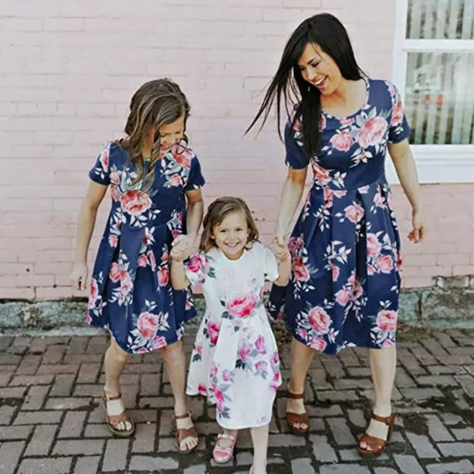 908d48e32ca Amazon.com  Franterd Mommy   Me Summer Dress Family Matching Floral Clothes  Parent-Child Beach Party Sleeveless A-line Princess Dresses  Clothing