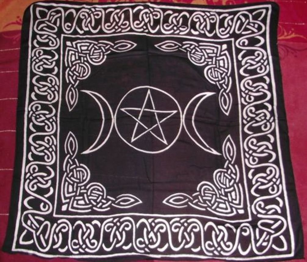 Triple Goddess With Pentagram Altar/Tarot Cloth: Amazon.co.uk: Kitchen U0026  Home