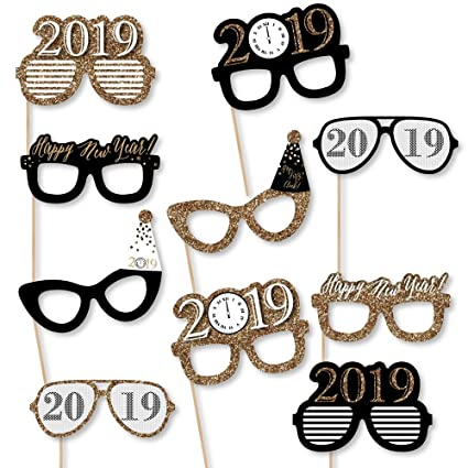Amazon.com: New Year\'s Eve Glasses - Gold - 2019 Paper Card Stock ...