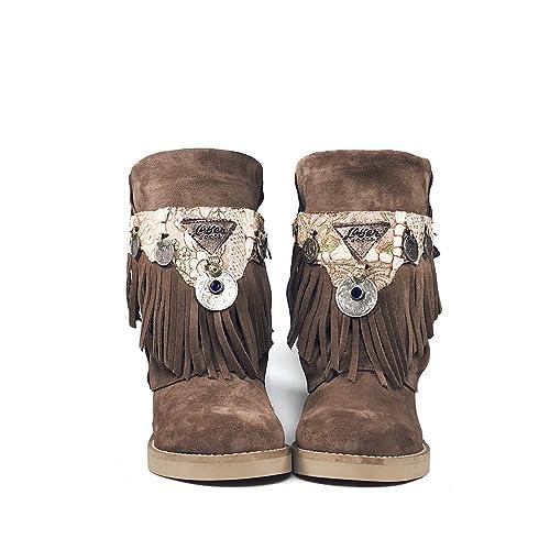 b810597ee Layer Boots -Bota de Piel de Ante Color marrón con cubrebotas de Tela India  y